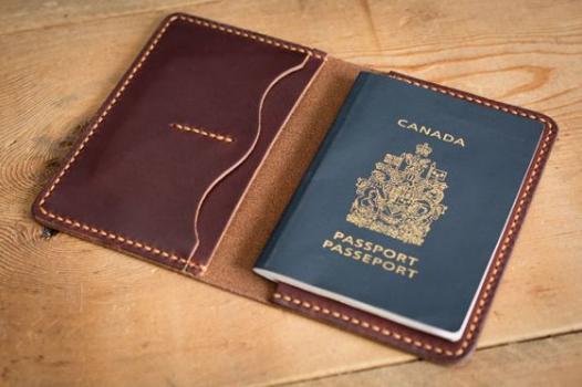 Sở hữu ngay những mẫu ví đựng passport khắc tên handmade siêu cute