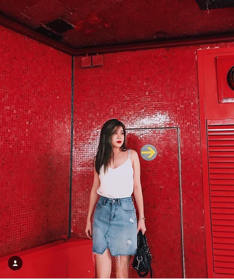 chân váy jean mặc với áo gì