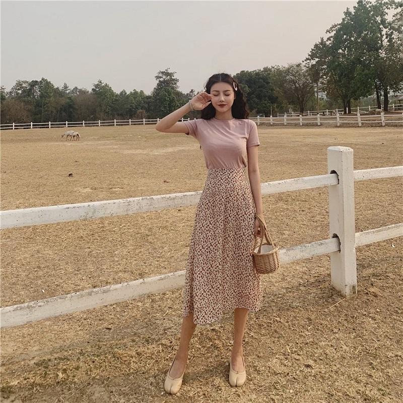 áo mặc với chân váy xòe